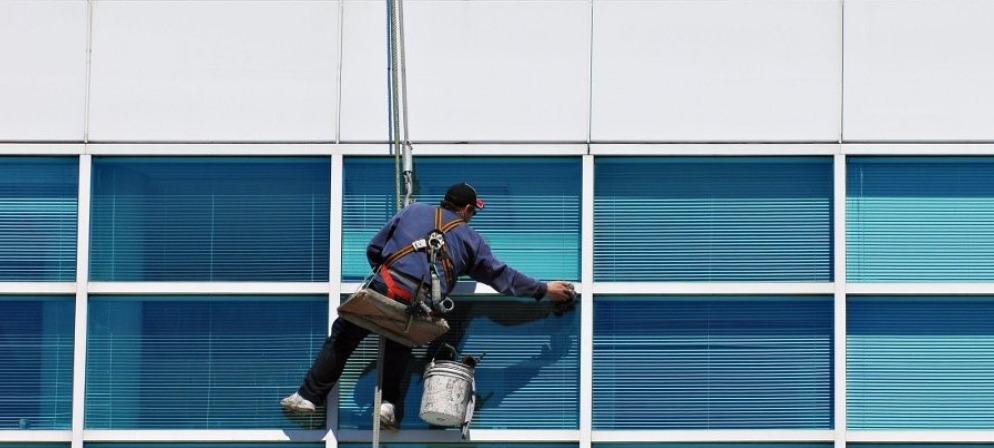 Great Weather For Washing Windows In >> How To Wash Windows In Cold Weather Pro Window Cleaning
